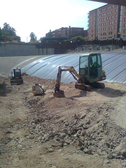 Maanrakennuspalvelut - Maanrakennustyö kaivinkoneella