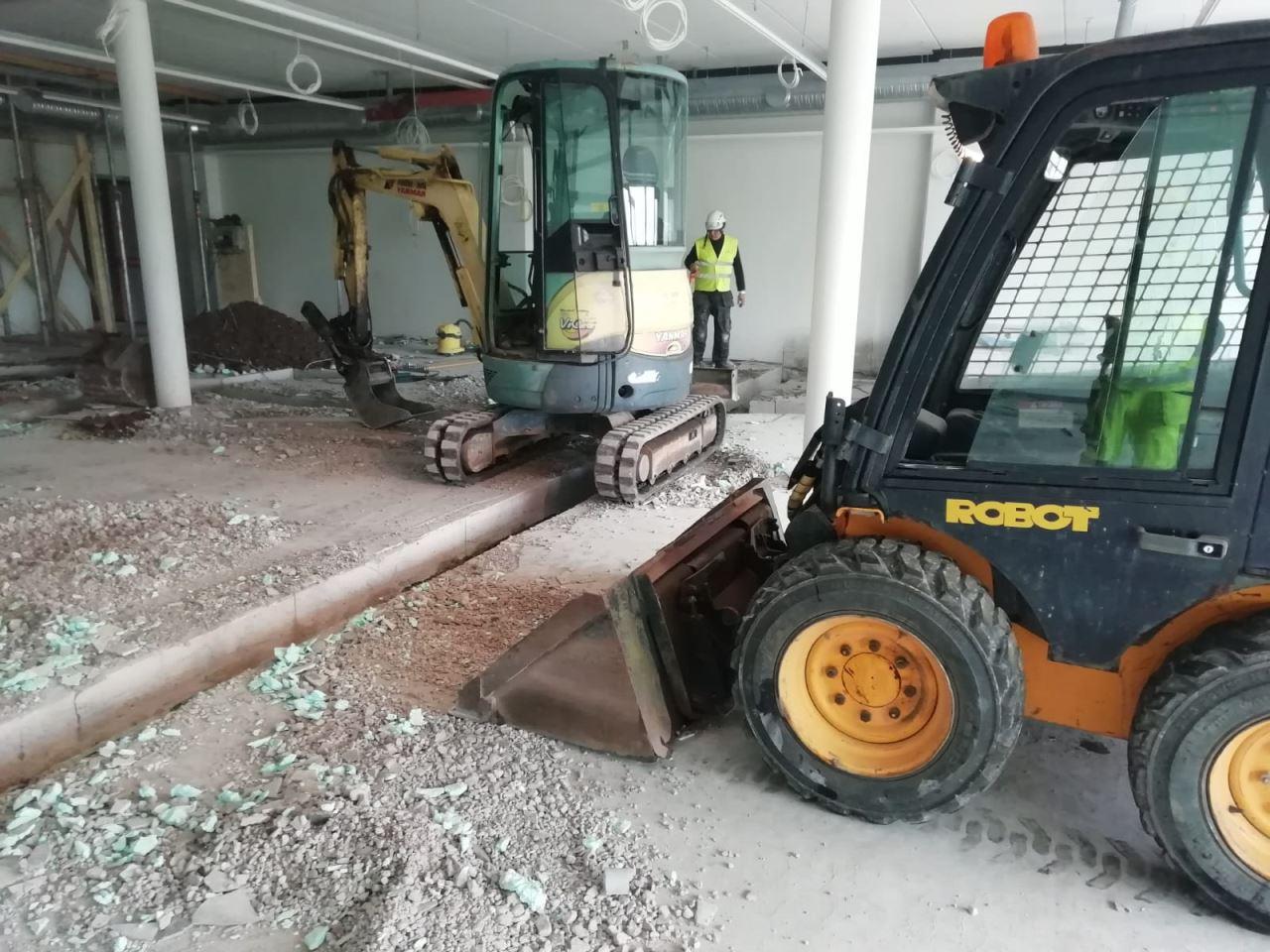 Putkilinjojen kaivuu ja täyttö sisätiloissa